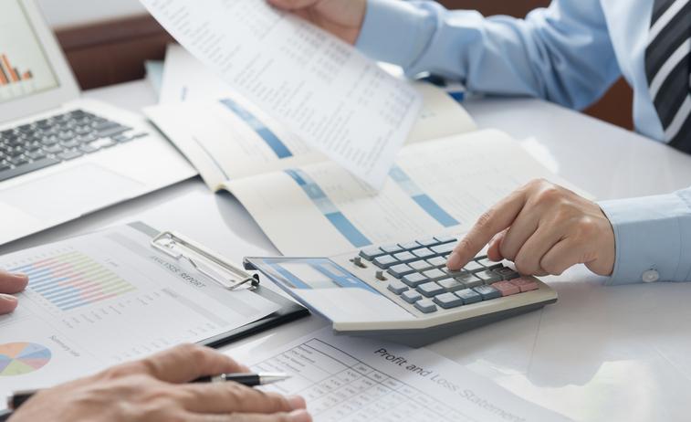 現状数値を検討するための資料提供(月次)及び数値検討会に参加し助言